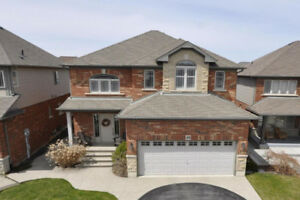 Beautiful Binbrook - Features Inground Pool!