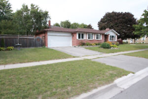 Beautiful Bungalow 3BR + 2Wshrm in core of Newmarket