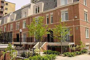 ► BIG STUNNING TOWNHOUSE ► TOWNHOME OPEN CONCEPT ► PARKING