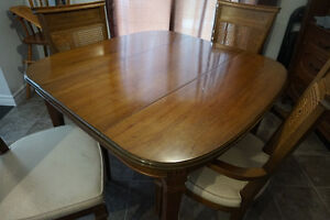 """""""New Price"""" Antique Dining Table with 4 Chairs London Ontario image 3"""