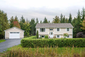 **OPEN HOUSE SUN 2-4** BEAUTIFUL SPLIT ENTRY ON A PRIVATE LOT