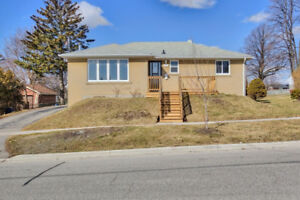 3 Bdrm Fully Renovated Upper Unit Bungalow Avail May 1/18