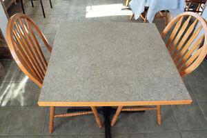 lot de tables et chaises bois  resto