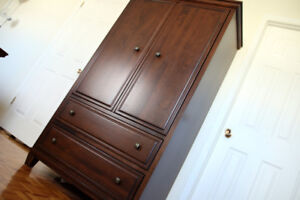 Armoire debout en bois / Wood armoire with drawers ($280)