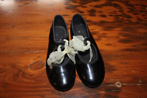 Pair of Child's Tap Shoes - Size 9-9.5 London Ontario image 1