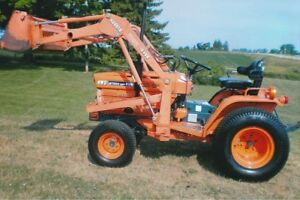 KUBOTA  B7200HST compact tractor  with loader