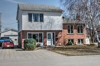 Chateauguay-Belle Residence Impeccable - multi paliers