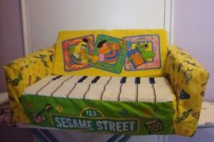 KIDS SESAME STREET CHAIR AND FOLDING BED 2 IN 1