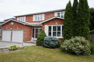 4 bedroom detached 2-Storey house in Newmarket, MINUTES TO GO