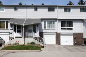 3 Bdrm Condo Townhouse In Downtown Whitby