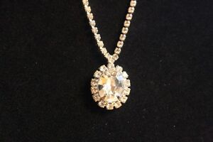 Vintage Ladies Costume Necklace. London Ontario image 2
