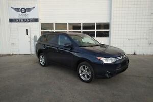 2014 MITSUBISHI OUTLANDER V-6 AWD ONLY 60,000KMS!