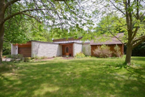 Gorgeous 3 Bedroom Bungalow in Country – Vernon / Winchester
