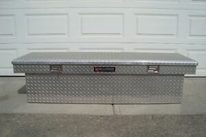 CHALLENGER DEEP TRUCK TOOL BOX LIKE NEW FOR ONLY $250.