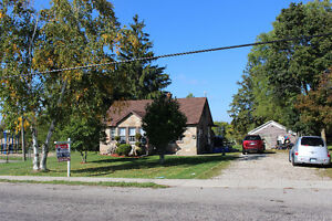 ~Country Living on Huge Lot~ Cambridge Kitchener Area image 1