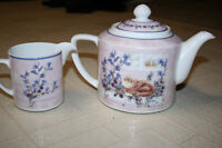 Cat and Flower teapot and creamer-Collector's teapot? Christmas