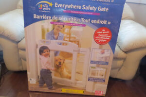 "The First Years ""Everywhere Safety Gate"""