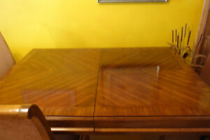 Beautiful Oak Laminate Dining Room Table With 6 Chairs