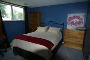 Suburban Room In Kingston's West End with Queen Bed, Near Hwy 33
