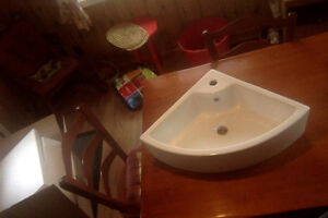 Top-quality Corner Sink for Powder Room or Small Bathroom