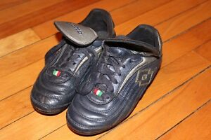 Souliers soccer LOTTO taille 2 US - 33 EUR