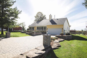 Waterfront home near Cornwall ... and only minutes from Quebec
