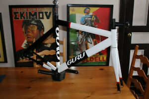 GURU TT/TRI VELO Road Bike Stunning! EXTRAS crank stem seatpost