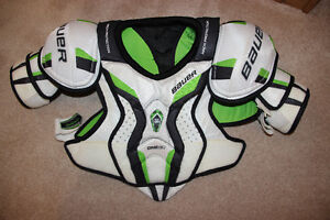 Bauer Supreme one80 shoulder pads. Mens small. New condition