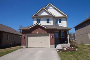 Enchanting 8 yr old home in Beautiful Dundalk Ont.  HUGE LOT!!!