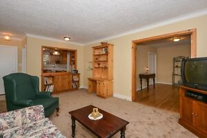 Solid brick bungalow in sought after Georgetown Oakville / Halton Region Toronto (GTA) image 2