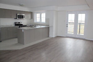 2 BDRM TOWNHOME IN OAKVILLE W/PARKING AVAIL SEPT 1