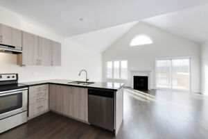 Sunny & New Collingwood Bungalow for Rent