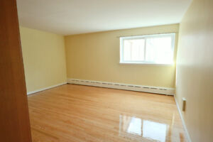 only 1 available! bachelor steps from corydon village!