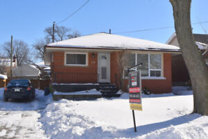 3+2 beds all brick bungalow great rental or in-law