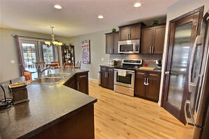 Morinville, 1800 sqr ft Beauty with Bonus room and Heated Garage