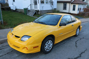 2002 Sunfire RARE YELLOW very low KM great condition new safety