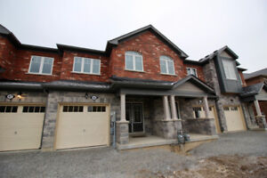 THOROLD huge townhome with upgrades - no carpet on main floor