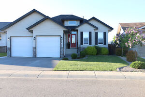 For Sale - Come Home to a Beautiful Luxurious House in Innisfail