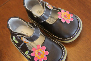 Squeaker shoes, size 6