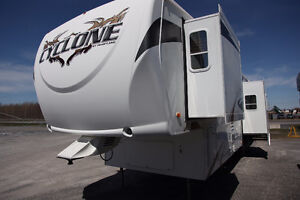 ROULOTTE FIFTH WHEEL HEARTLAND CYCLONE 4012 TOY HAULER 41'1''