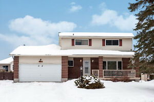 Gorgeous 4 Bedroom, 2 Bath Home in Almonte