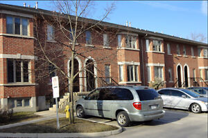 8 OR 12 MONTH STUDENT LEASE NEAR UWO FOR ONE OR TWO PEOPLE!
