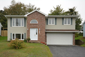 Fabulous Updated Home with Dbl Garage in Dartmouth