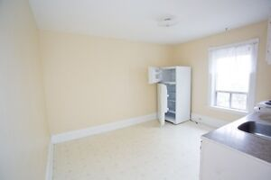 Great one bedroom with large kitchen, front porch for Dec.1 Peterborough Peterborough Area image 5