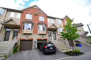 PET FRIENDLY Modern 3 BDRMS & 3 BATHS Townhome LRT Kitchener