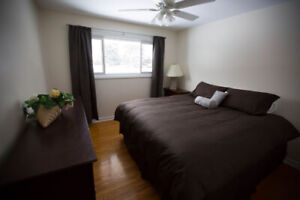 Rent Furnished and Equipped House Ancaster Short Term Apr 1
