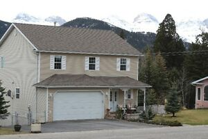 BEAUTIFUL HOME IN UPPER COLEMAN, CROWSNEST PASS