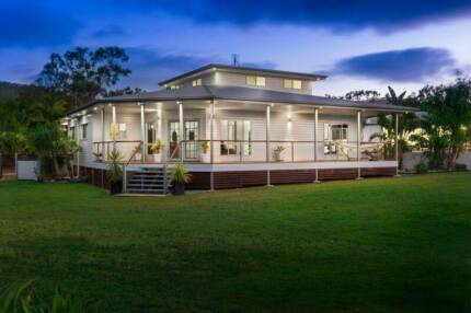 Luxury home with 1 acre of land only 15mins from Rockhampton