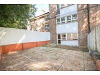 very specious 3 Bedroom ground floor flat with garden on Stoford Close, Southfields.