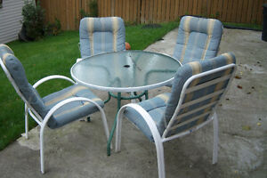 Patio Round Table with 4 chairs